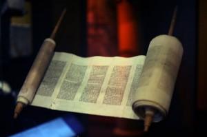 800px-WLA_jewishmuseum_Greek_Torah_Scroll_from_Ionnina